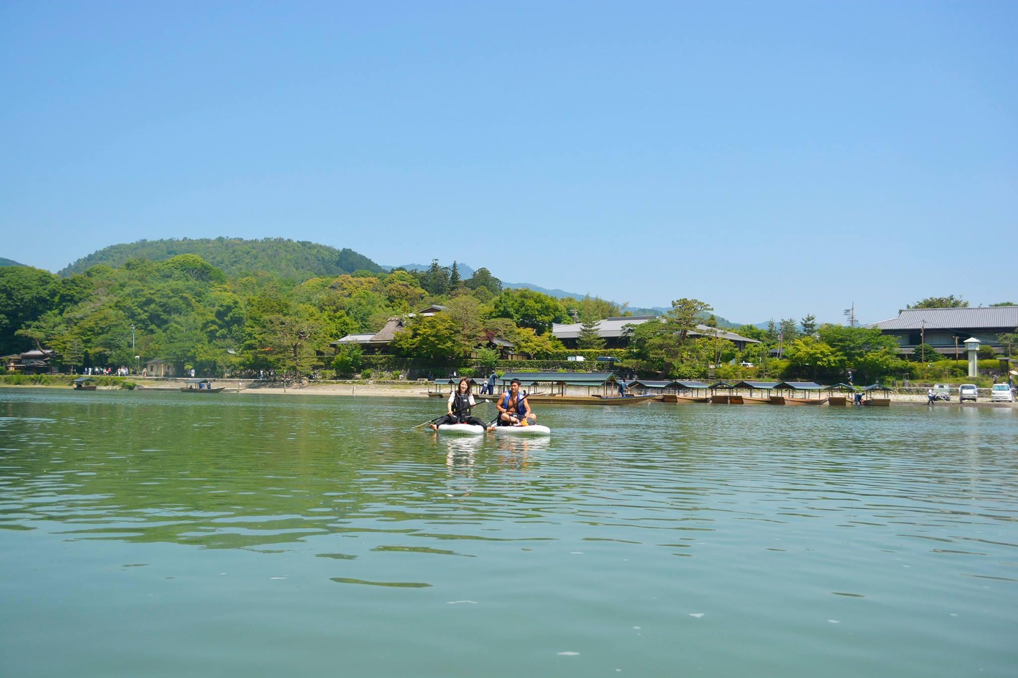 京都、日本を感じる建造物や屋形船と