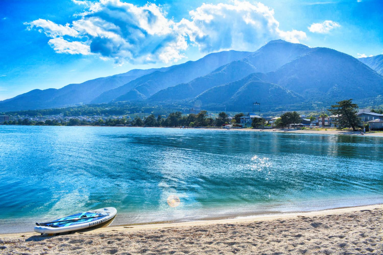 松の浦のビーチは湾曲しており風が遮られて安定して穏やか!SUPに最適です!