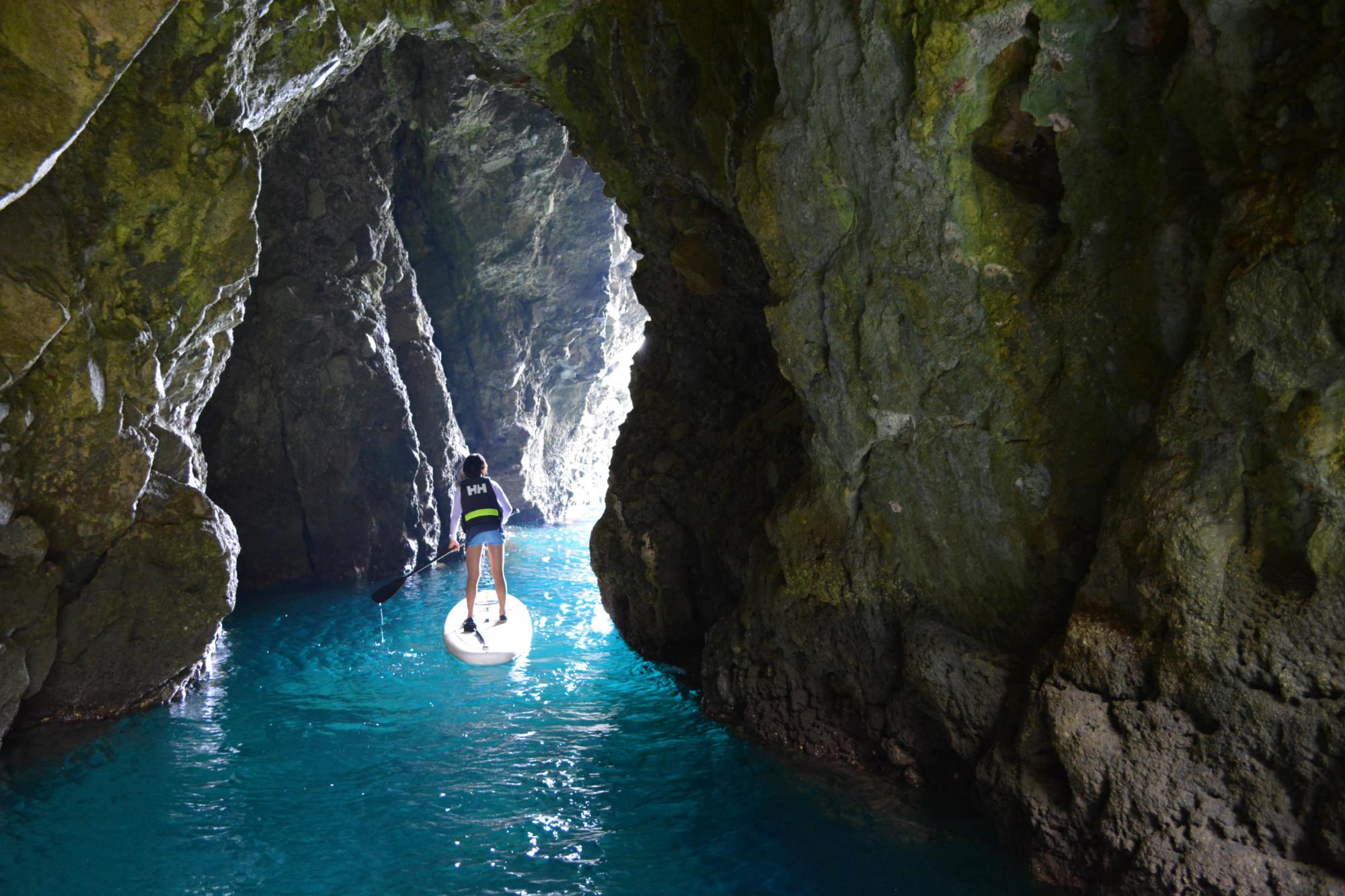 ドキドキ!美しい青の洞窟を探索しましょう!