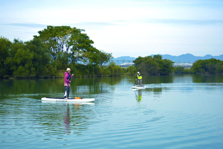 京都桂川の雄大な中州とSUP