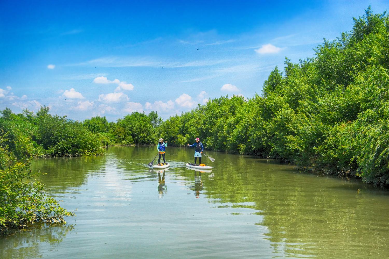緑に囲まれて流れがなく穏やかなSUPヨガポイント