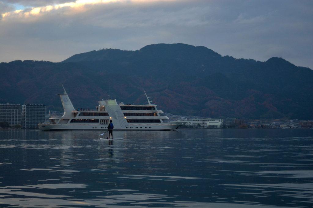豪華客船ビアンカやミシガンも通行するので離れて見ることも!