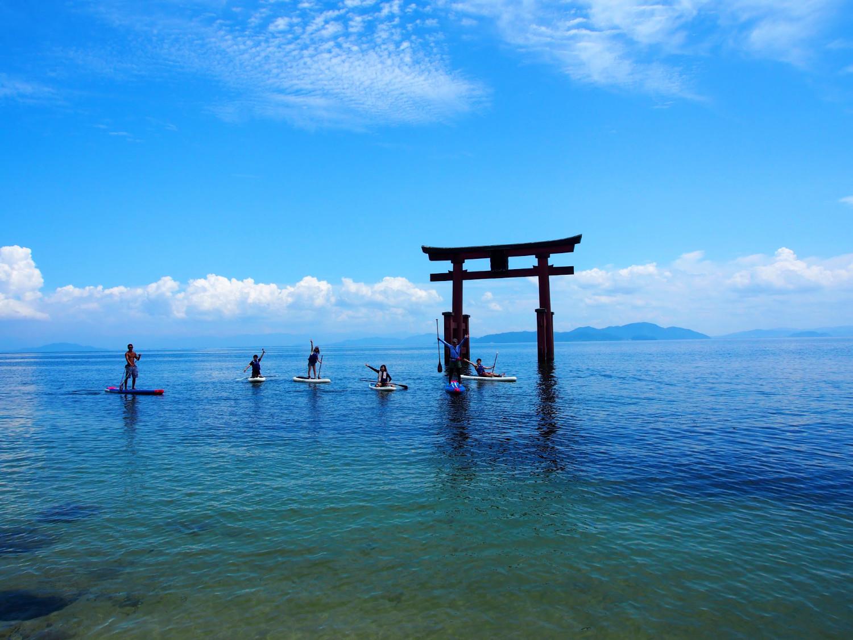 白髭神社の鳥居を目指してサップを漕ぎ進みます!