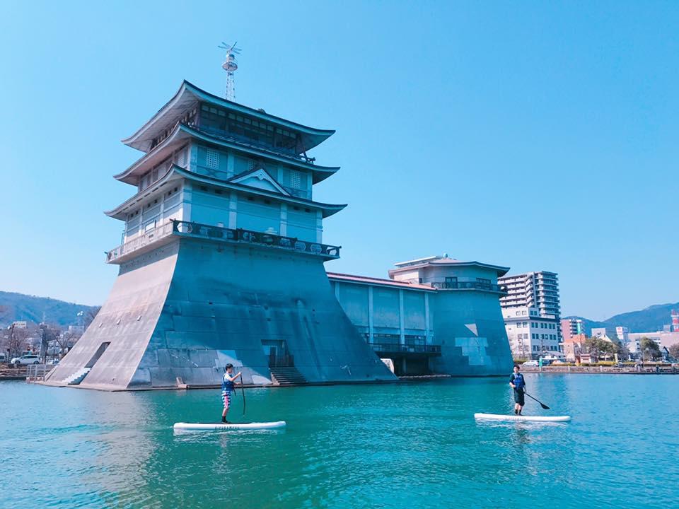 湖上の城?これは琵琶湖文化館。京都から数分で来れる大津も魅力的!
