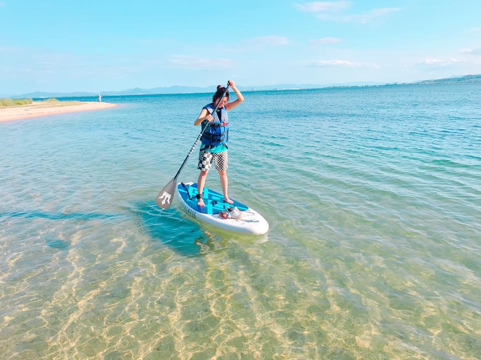 透明度の高い美しいビーチでサップを楽しみましょう!