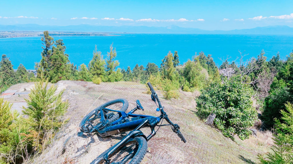 琵琶湖が見れるビューポイントで記念撮影も可能です!