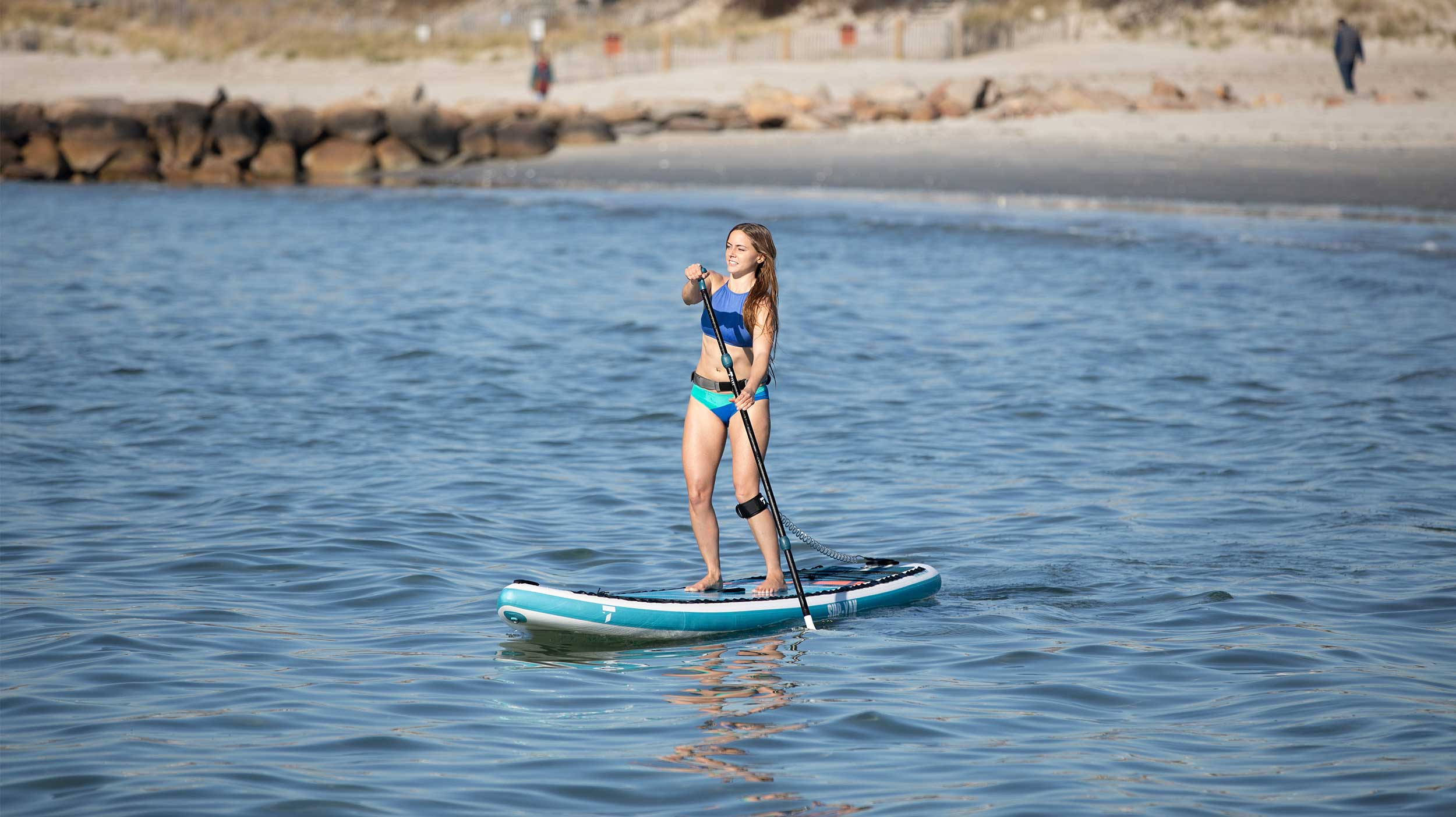 TAHE_SUP_inflatable_woman_on_water_2500_1404